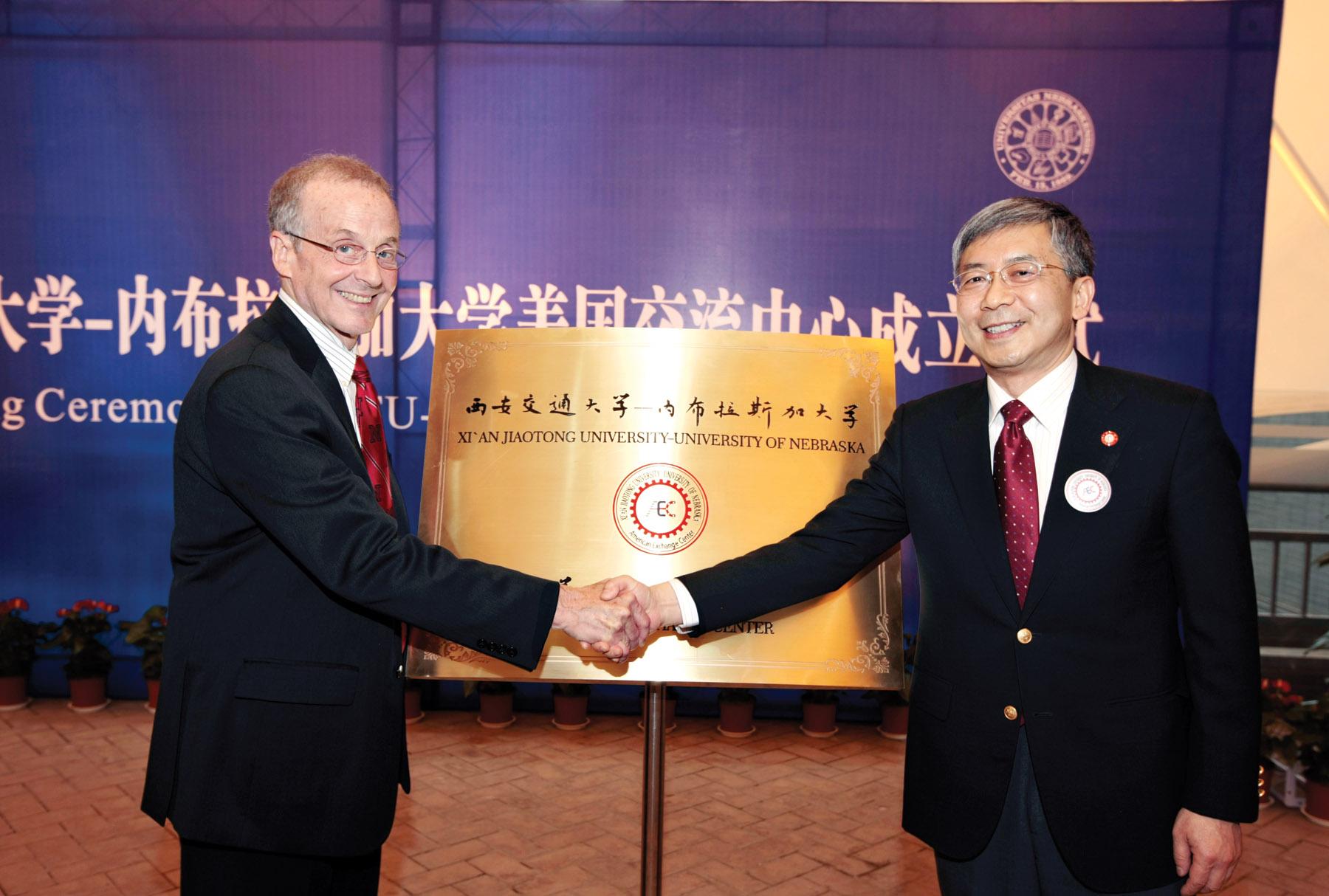 Harvey Perlman, UNL chancellor (left), and Zheng Nanning, Xi'an Jiaotong University president